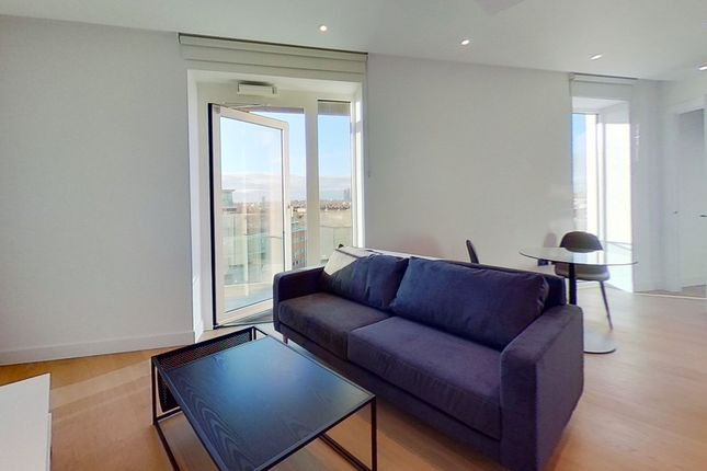 Thumbnail Flat to rent in Lincoln Apartments, Fountain Park Way, Hammersmith And Fulham