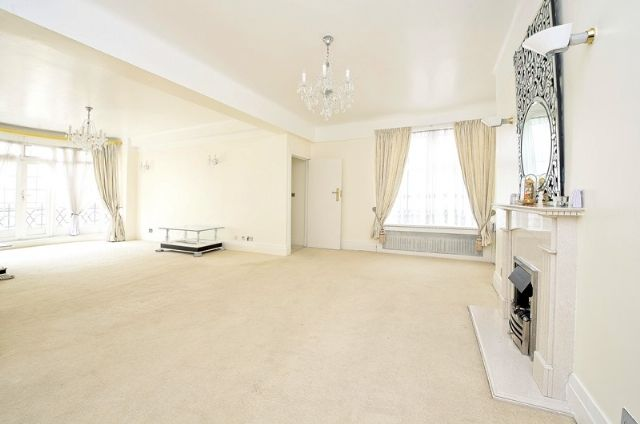 Thumbnail Flat to rent in Berkeley Court, Marylebone Road, Regent's Park, London