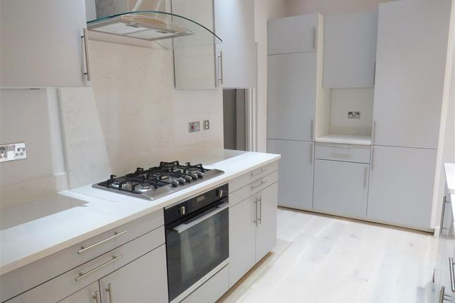 Thumbnail Flat to rent in Brunswick Square, Hove