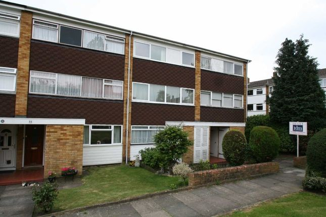 Thumbnail Flat to rent in Woodcote Drive, Orpington