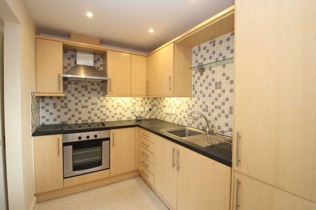 Thumbnail Flat to rent in Queensway, Hemel Hempstead Industrial Estate, Hemel Hempstead