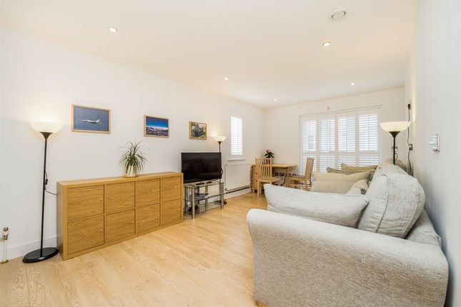 Thumbnail Flat for sale in Buckingham Road, Epping