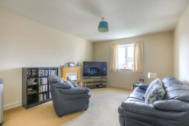 Thumbnail Flat to rent in Regency Gardens, Hyde