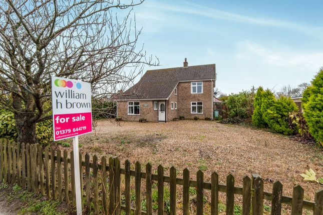 Thumbnail Detached house for sale in Bury Road, Hopton, Diss