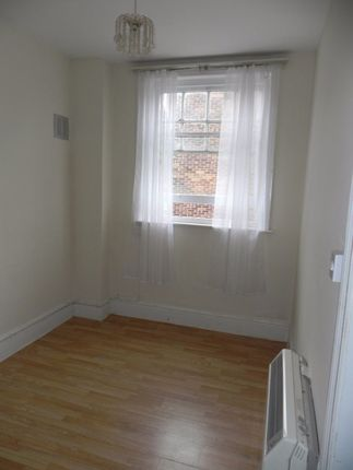 Studio to rent in Clandon Road, Guildford