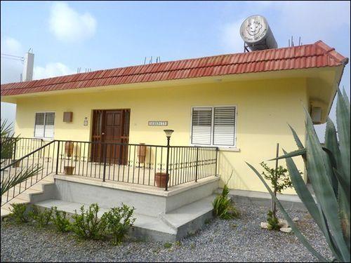 3 bed bungalow for sale in Nicosia, Cyprus, Latsia Or Lakkia, Nicosia, Cyprus