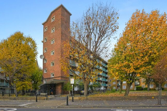 Thumbnail Flat to rent in Old Ford Road, Bethnal Green