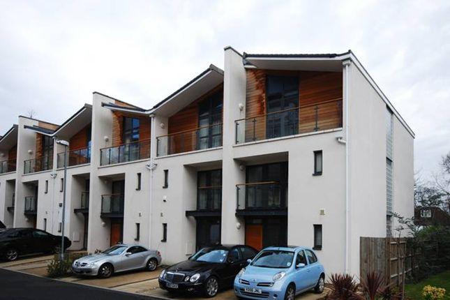 Thumbnail Terraced house to rent in Scott Avenue, Putney, London