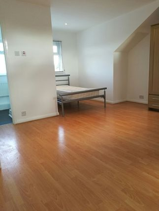 Thumbnail Semi-detached house to rent in Smeaton Road, Southfields