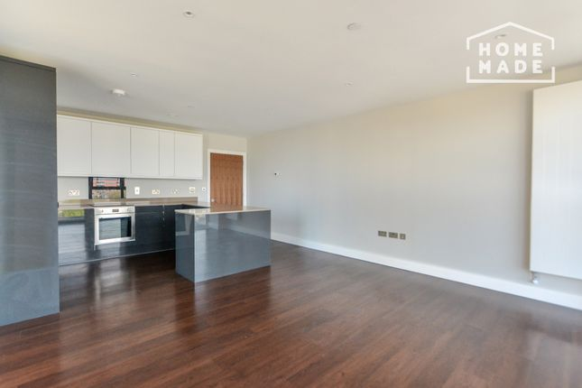 3 bed flat to rent in Greenview Court, Southall UB2