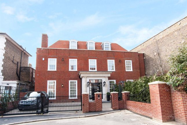 Thumbnail Property to rent in Acacia Place, London