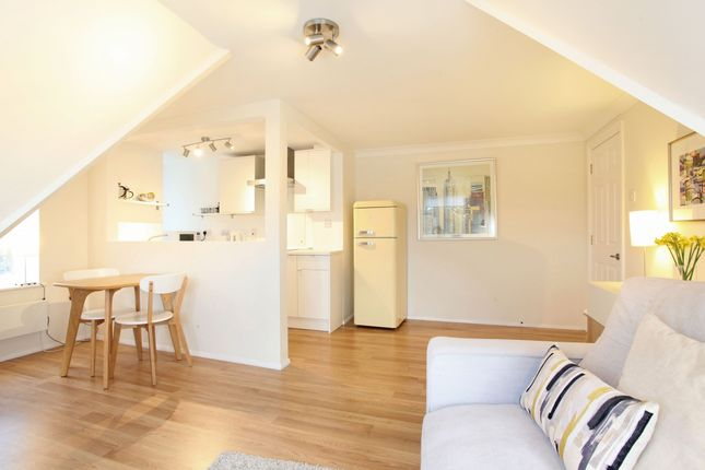 Thumbnail Flat to rent in Beaumont Road, Windsor