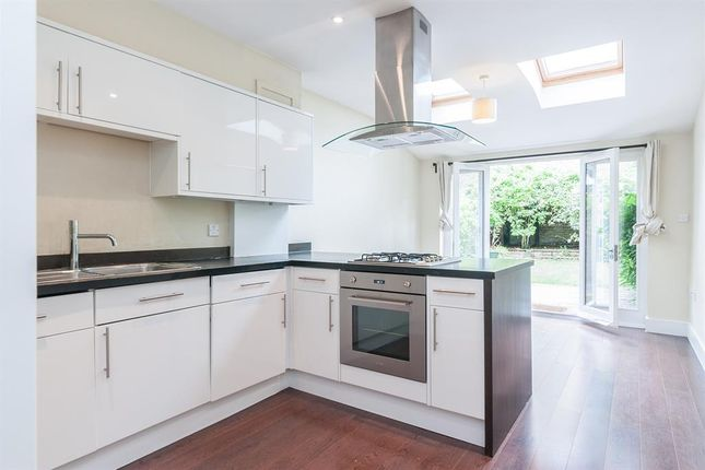 Thumbnail Maisonette to rent in Northwold Road, London