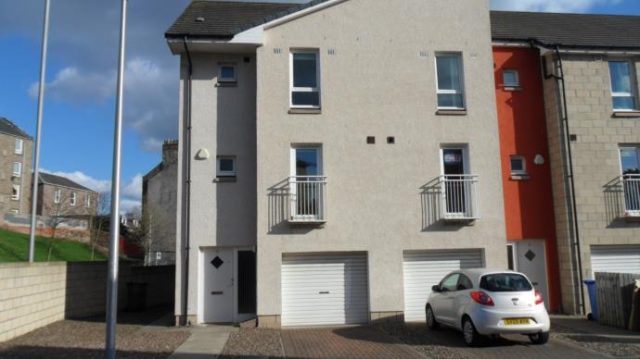 4 bedroom property to rent in 1 Milnbank Gardens, 5Px