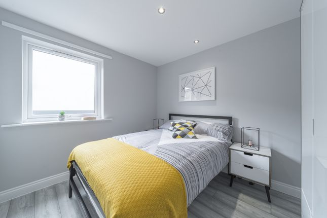 2 bedroom flat for sale in Cuthbertbank Road, Sheffield
