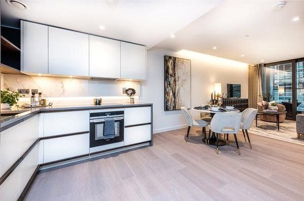 Thumbnail Flat for sale in Westmark Tower, Newcastle Place, London