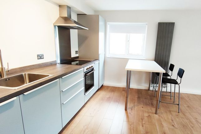 Thumbnail Flat to rent in Manor Court Road, London