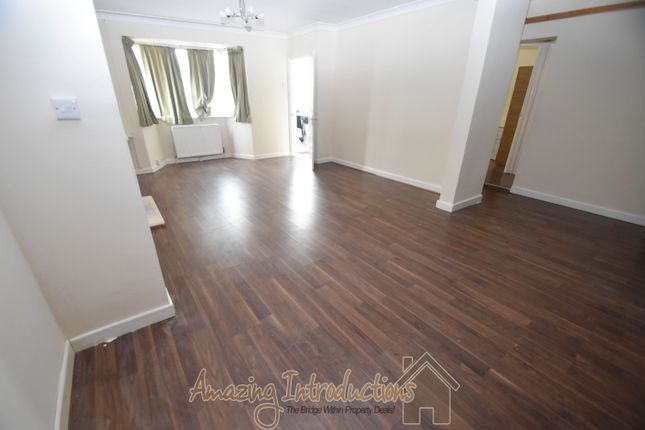 1 bed flat to rent in Stoneleigh Avenue, Enfield