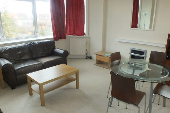 Thumbnail Flat to rent in Ashleigh Road, Leeds