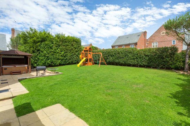 Picture No. 25 of Farm Crescent, London Colney, St. Albans, Hertfordshire AL2