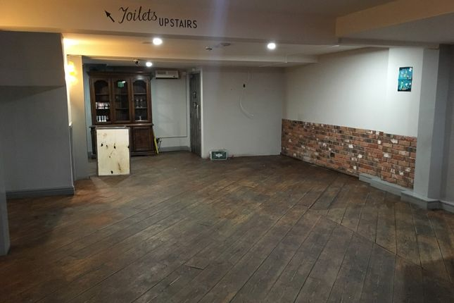 Thumbnail Pub/bar to let in Newland Avenue, Hull
