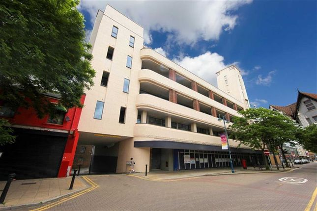 Thumbnail Flat for sale in Bathway, London