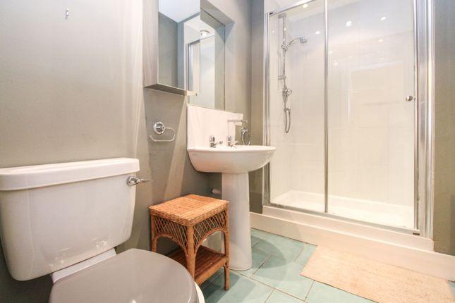 Shower Room of 37 Rosemount Viaduct, Aberdeen AB25