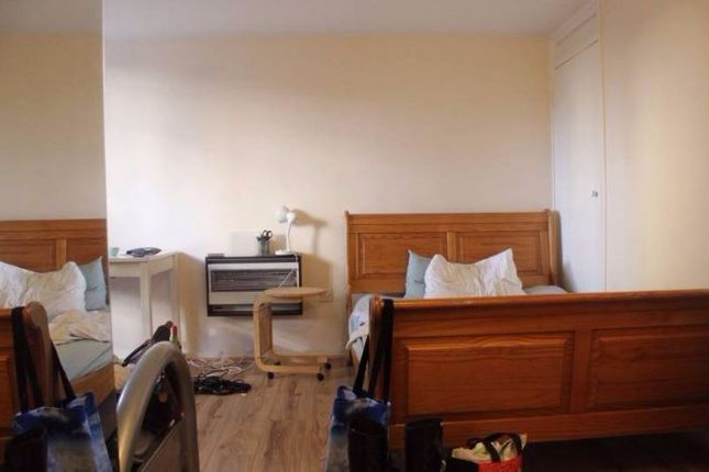 Thumbnail Shared accommodation to rent in Thomas More Street, London