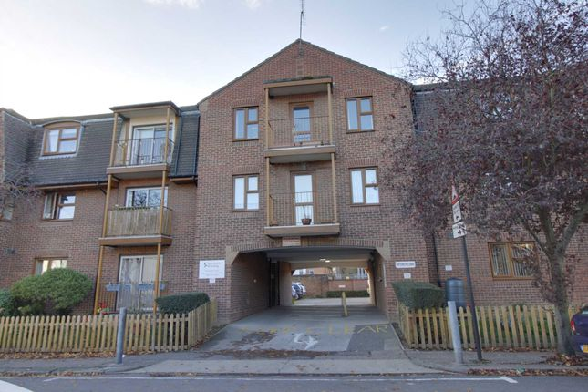 Thumbnail Flat for sale in Chalkwell Park Drive, Leigh-On-Sea