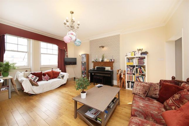 Thumbnail Flat for sale in Kings Gardens, London