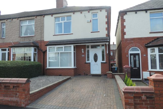 Thumbnail Town house to rent in Springwood Avenue, Chadderton, Oldham