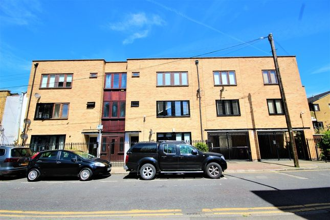 Thumbnail Flat for sale in Cleveland Way, Whitechapel