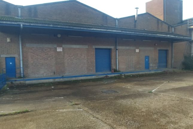 Warehouse to let in Crescent Road, Luton