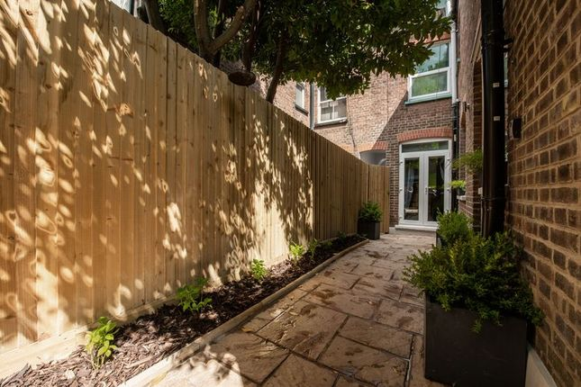 Photo 10 of Russell Rise, Luton LU1