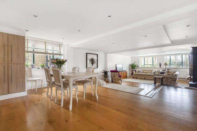 Thumbnail Flat for sale in Granville Park, London