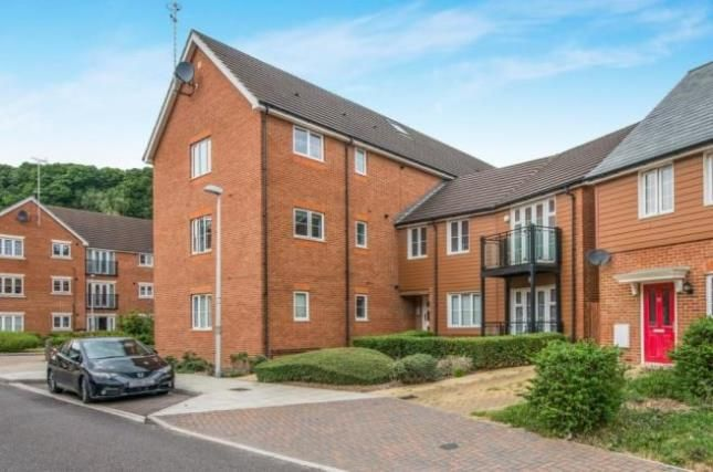 Thumbnail Flat for sale in Loxley House, Butlers Park Way, Rochester, Strood