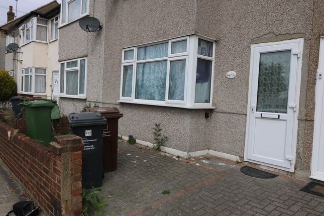 3 bed terraced house to rent in New Road, Dagenham