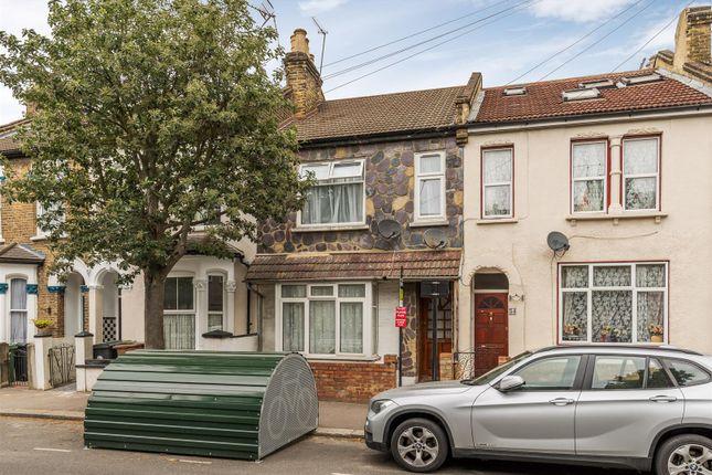 Thumbnail Flat for sale in Ferndale Road, London