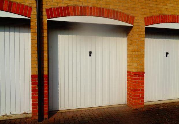 Parking/garage to rent in Redwood Grove, Bedford
