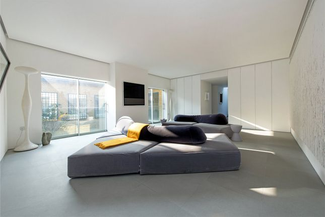 Thumbnail Property to rent in Warriner Gardens, London