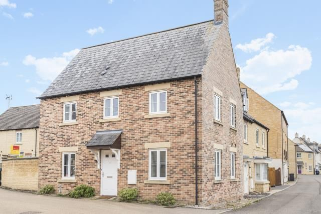 3 bed semi-detached house to rent in Blackthorn Mews, Carterton OX18