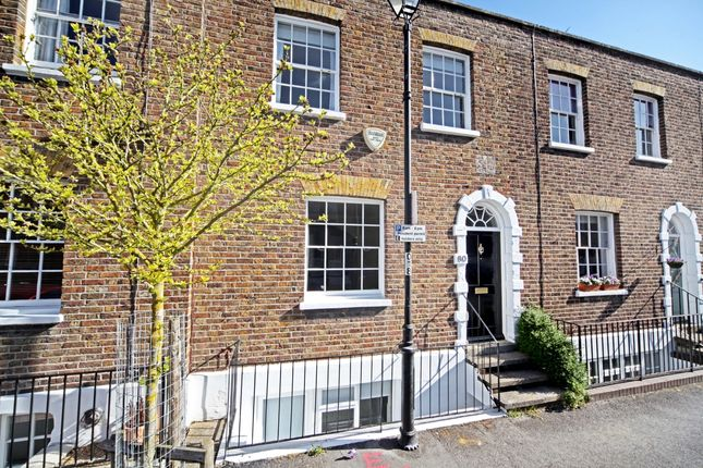 Thumbnail Town house to rent in Grove Road, Windsor