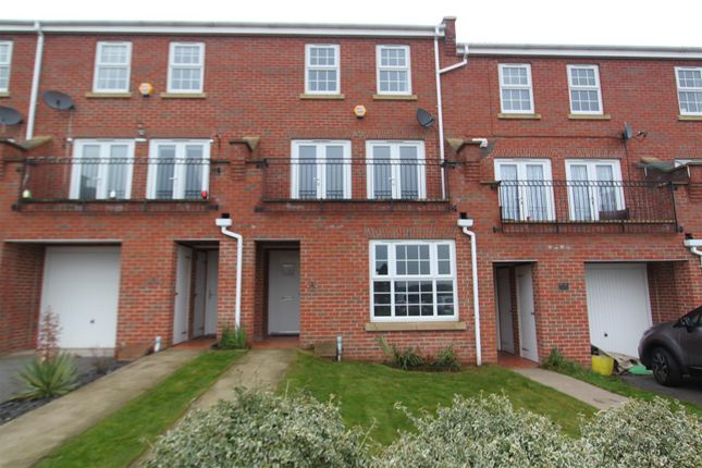 Thumbnail Property to rent in St. Hilaire Walk, Leeds