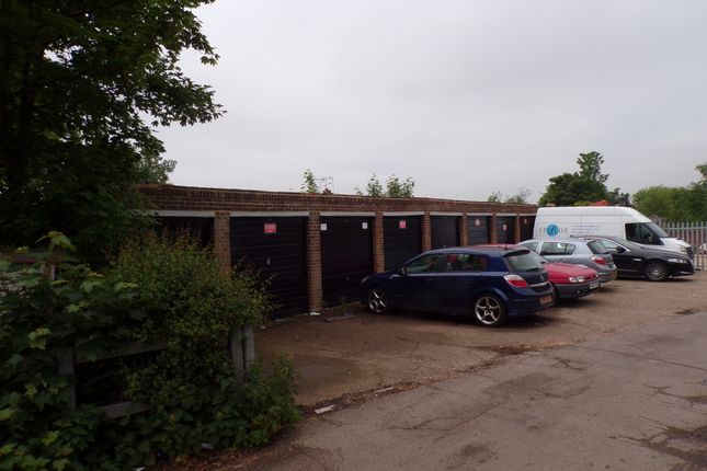 Parking/garage to rent in The Parade, Wrotham Road, Meopham, Gravesend