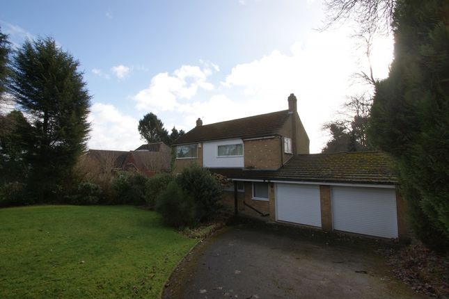 Thumbnail Detached house to rent in Dunstarn Lane, Leeds