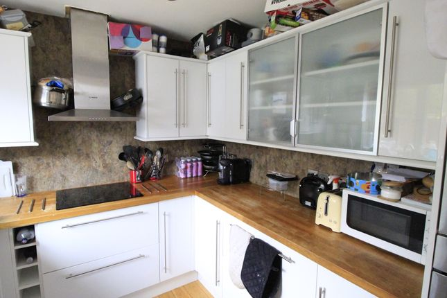 Thumbnail Room to rent in Corfe Way, North Camp Farnborough