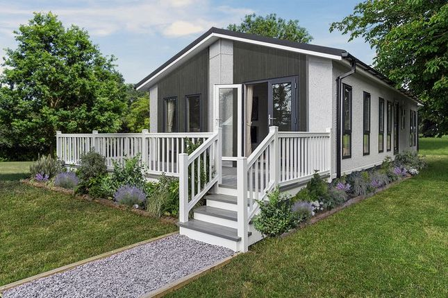 Thumbnail Mobile/park home for sale in Maidenhead Road, Windsor