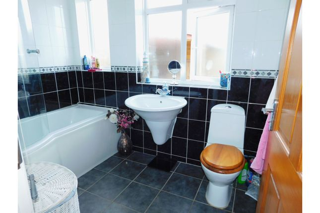 Bathroom of Middle Onslow Close, Worthing BN12