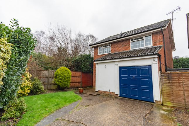 Thumbnail Detached house to rent in Ashbury Drive, Surrey