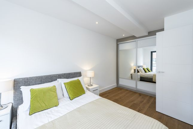 Thumbnail Flat for sale in Kingsley, Down Place, Hammersmith, West London